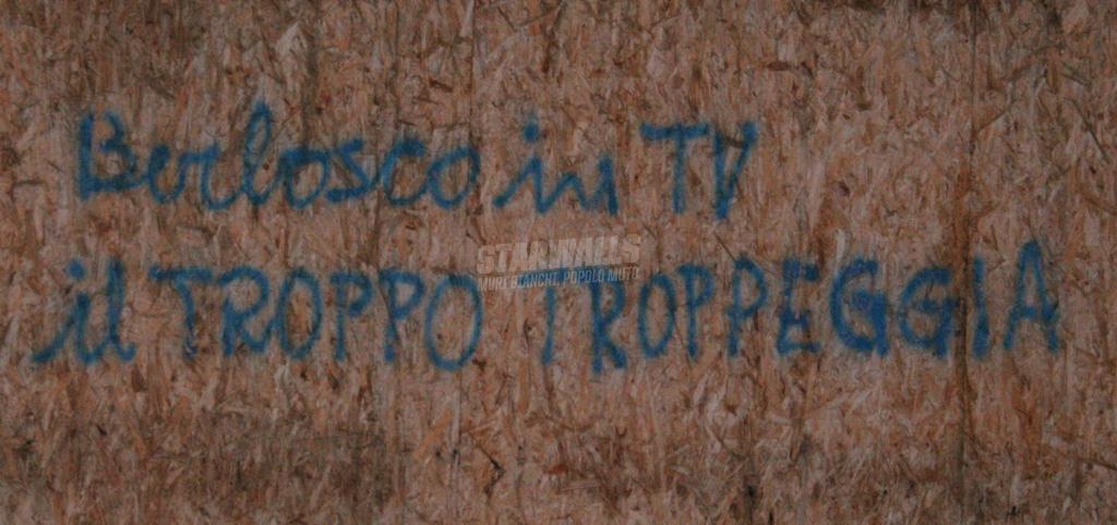 Scritte sui Muri L'uomo contro il berlosco ep. 10