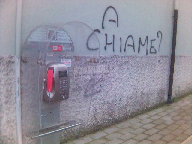 Scritte sui Muri devi telefonare?