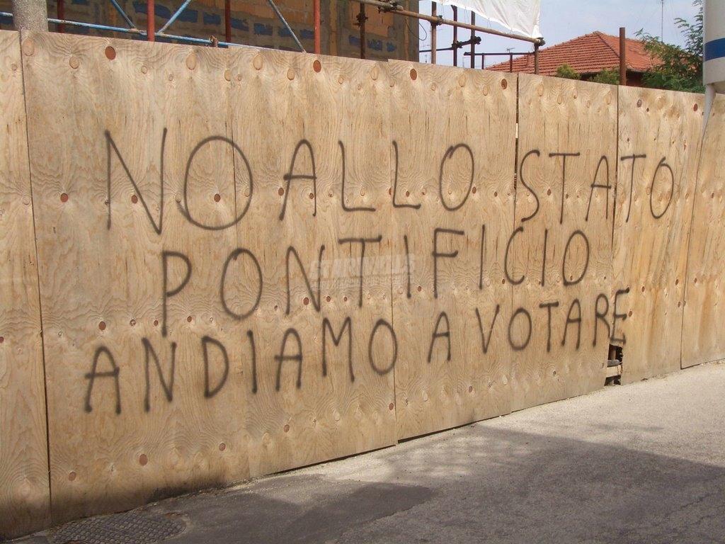 Scritte sui Muri Via democratica