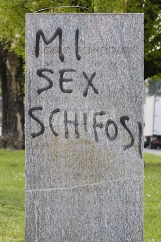 Scritte sui Muri Contro la pornografia