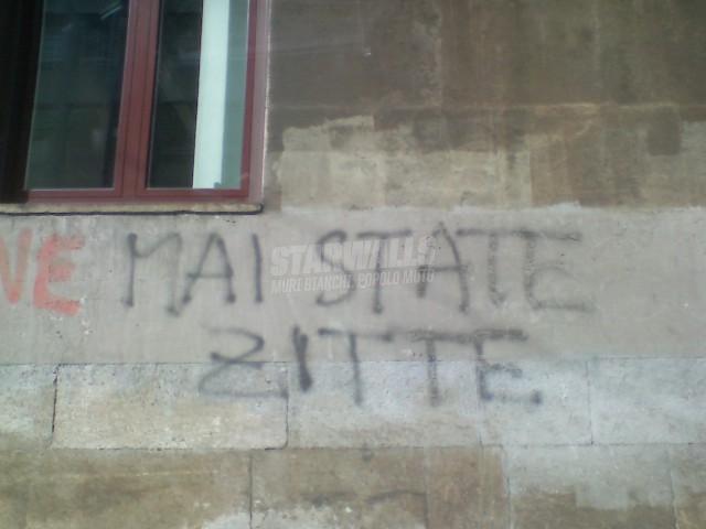 Scritte sui Muri sempre a parlare