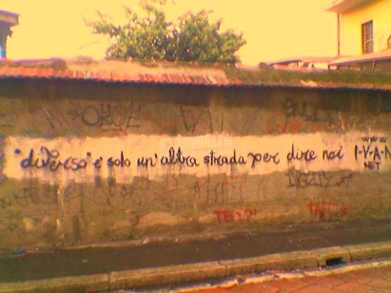 Scritte sui Muri Noi e la strada