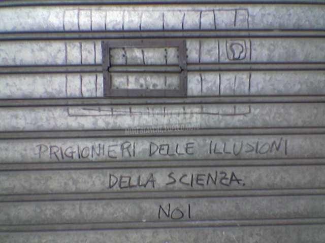 Scritte sui Muri Davanti ad una farmacia