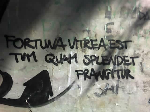 Scritte sui Muri gira la ruota