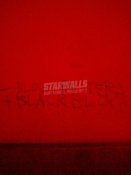 Scritte sui Muri Meno dvd più passamontagna