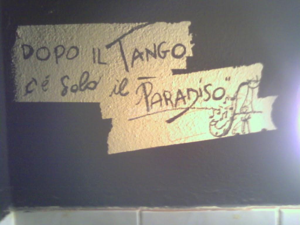 Scritte sui Muri estasi danzante