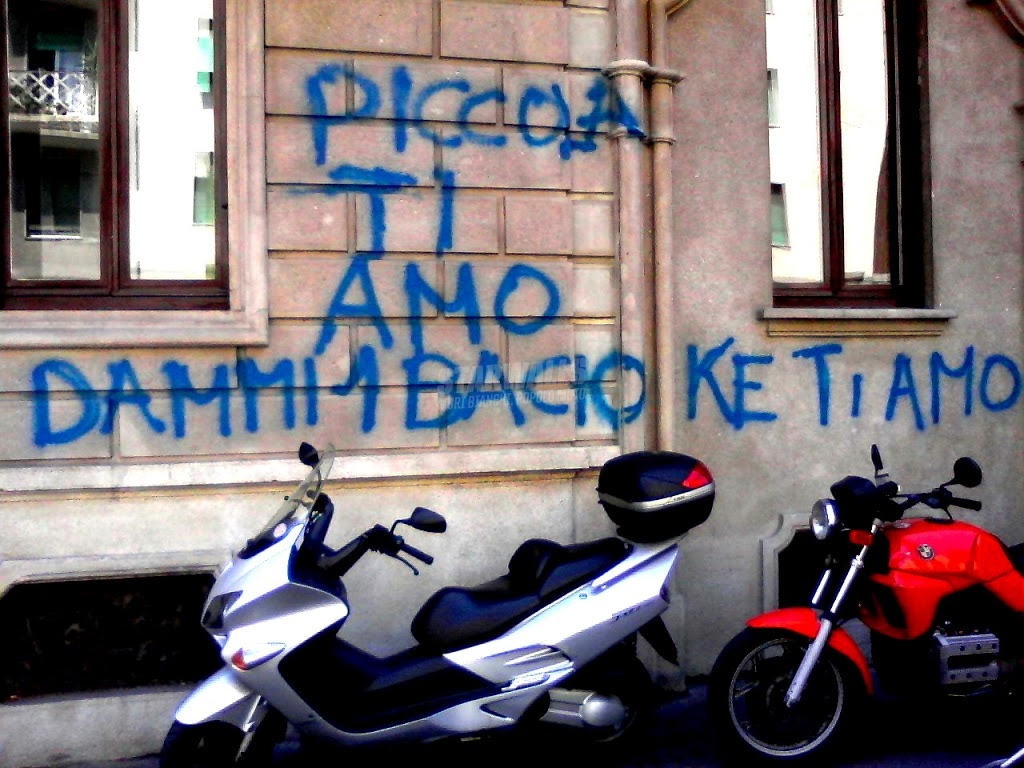Scritte sui Muri Bacio! Bacio! Bacio!