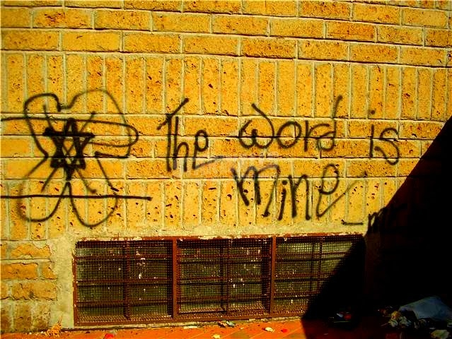 Scritte sui Muri il padrone dell'accademia della crusca
