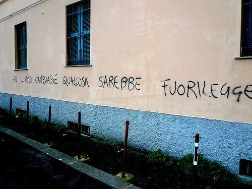 Scritte sui Muri Democrazia malata