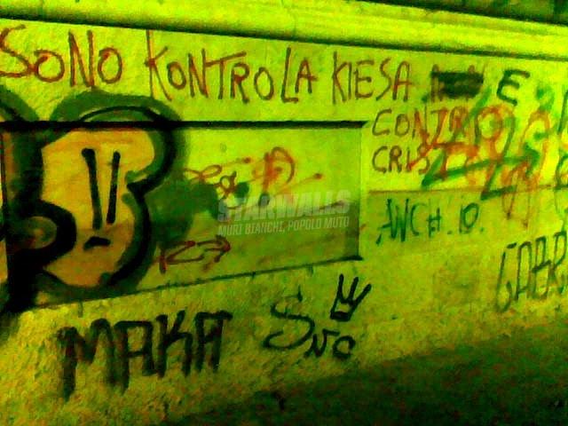 Scritte sui Muri axteismo dichiarato
