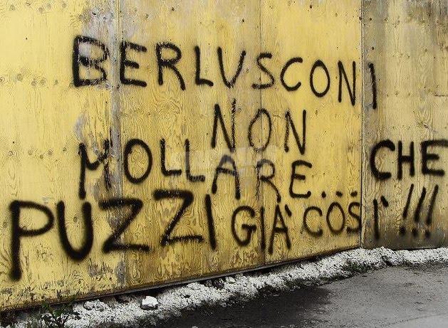 Scritte sui Muri Silvio tieni duro