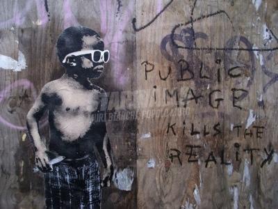 Scritte sui Muri Public image killer