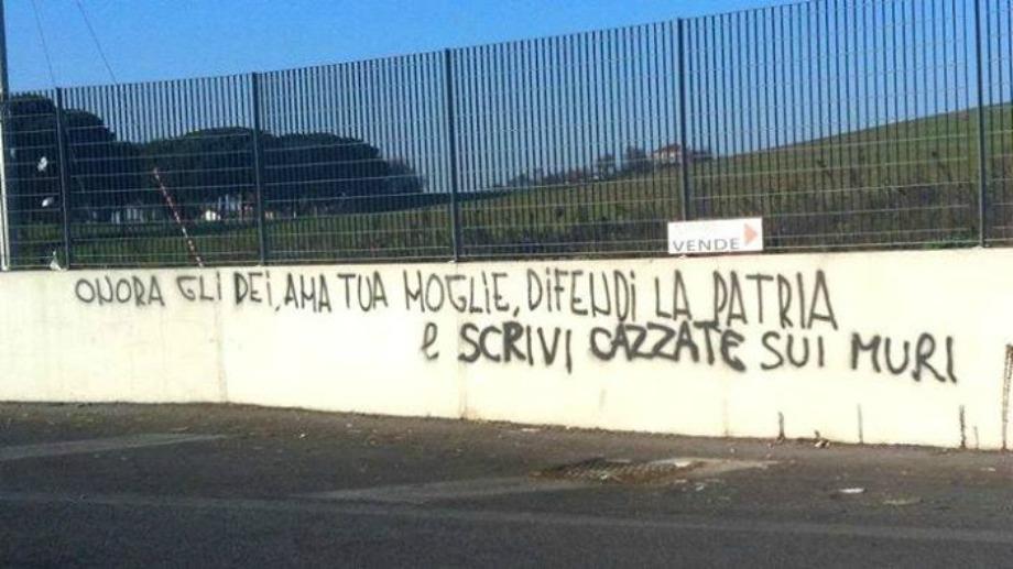 Scritte sui Muri Piccoli Ettore crescono