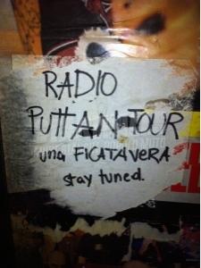 Scritte sui Muri radio ficata vera