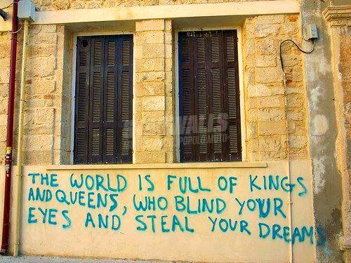Scritte sui Muri No gods no masters