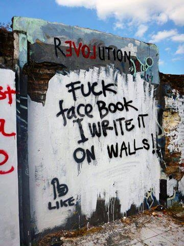 Scritte sui Muri Wall vs wall