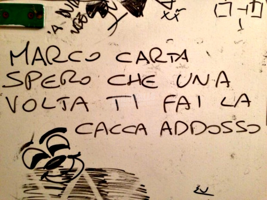 Scritte sui Muri Carta canta poco