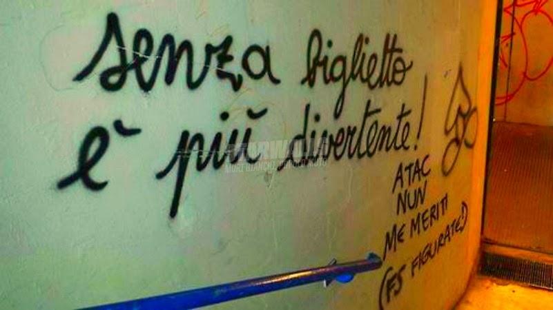 Scritte sui Muri Mezzi pubblici