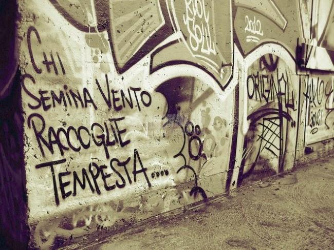 Scritte sui Muri Tutto torna (indietro)
