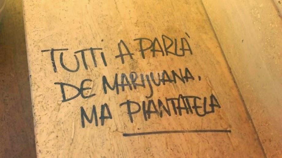 Scritte sui Muri A parole sono bravi tutti