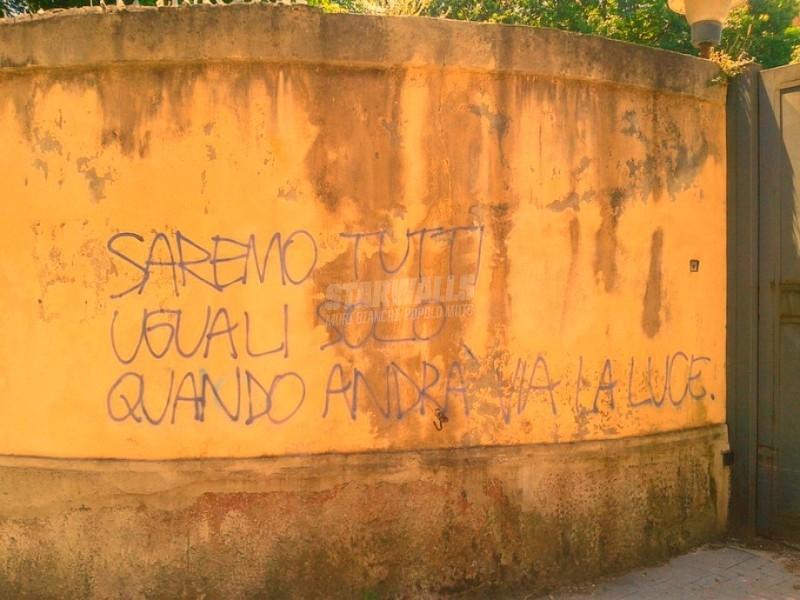 Scritte sui Muri Black out