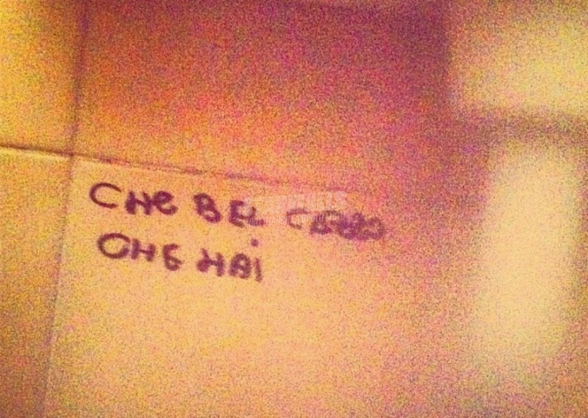 Scritte sui Muri Con gli occhi addosso (anche in bagno)
