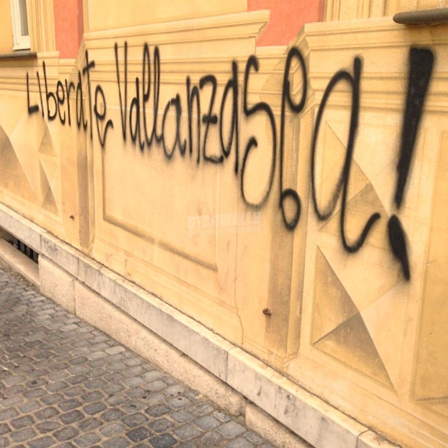 Scritte sui Muri Richiesta d'aiuto
