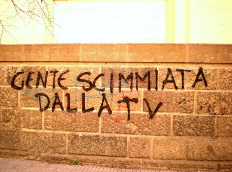 Scritte sui Muri Troppa Tv fa male
