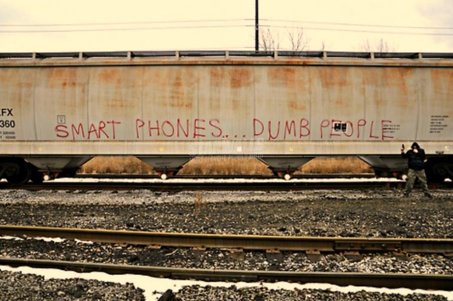 Scritte sui Muri Turn off your smartphone
