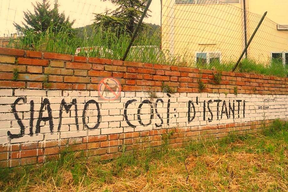 Scritte sui Muri Troppi istanti distanti