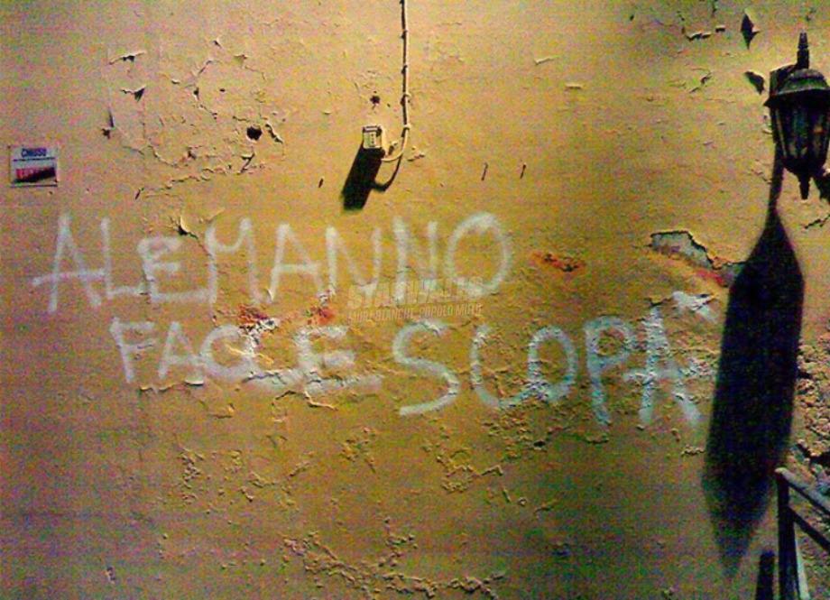 Scritte sui Muri Messaggio per l'ex sindaco camerata