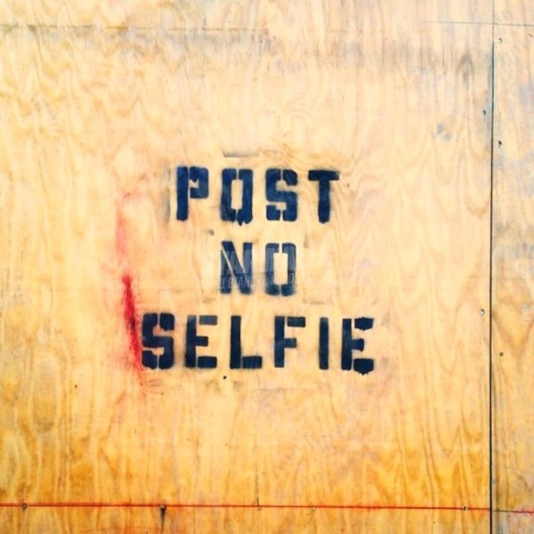 Scritte sui Muri Say No to Selfies