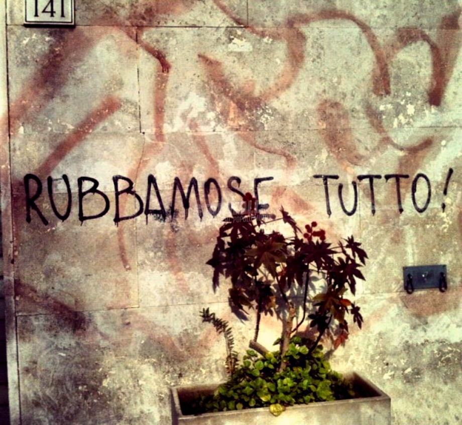 Scritte sui Muri Manovre