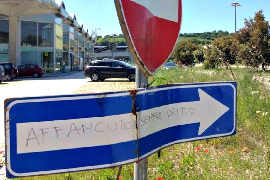 Scritte sui Muri Indicazioni stradali