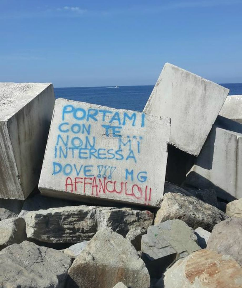 Scritte sui Muri Portami via