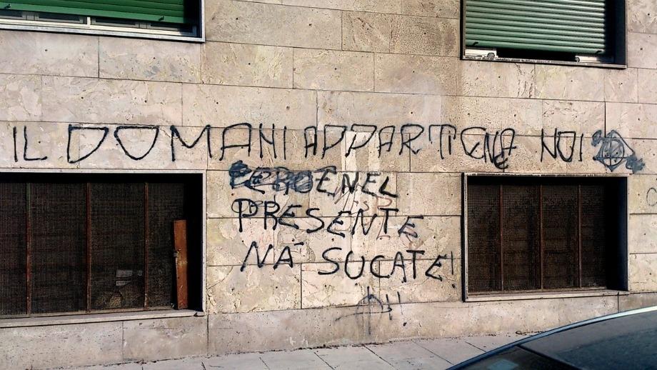 Scritte sui Muri Ciao camerata