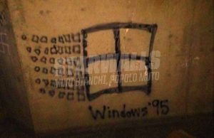 Scritte sui Muri If you see a swastika, turn it into a Windows '95 logo