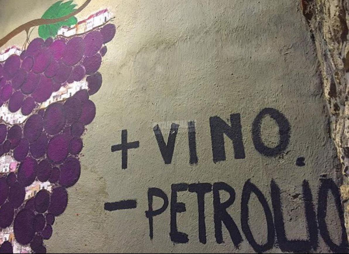 Scritte sui Muri no oil, yes wine