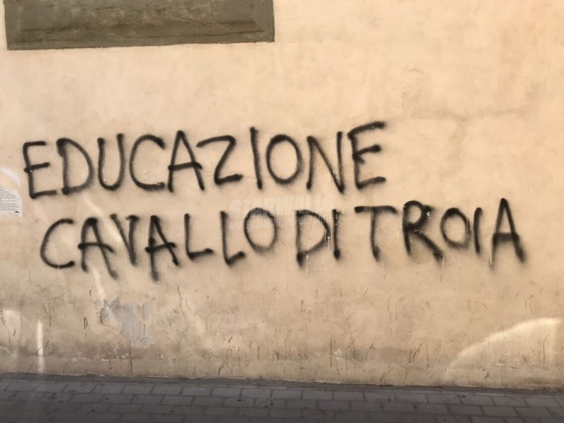 Scritte sui Muri Con l'educazione si ottiene tutto