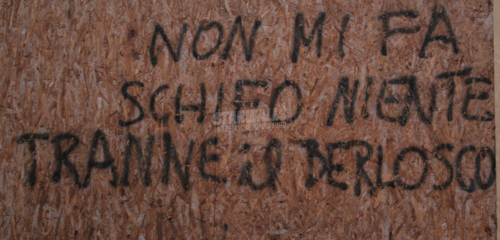 Scritte sui Muri L'uomo contro il berlosco ep. 7