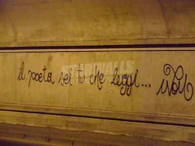 Scritte sui Muri poeti passivi?