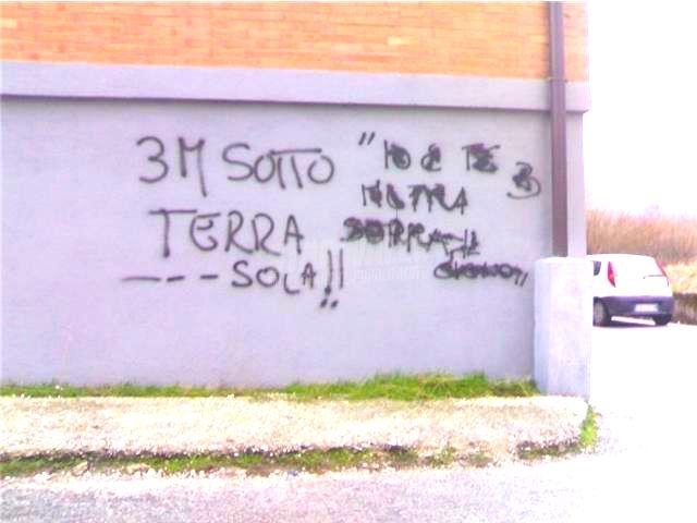Scritte sui Muri 3 metri di solitudine ..