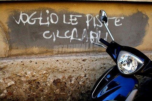 Scritte sui Muri Fatemi pedalare