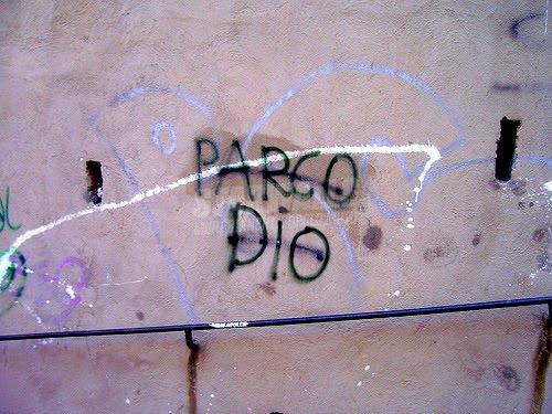 Scritte sui Muri Divinità moderata