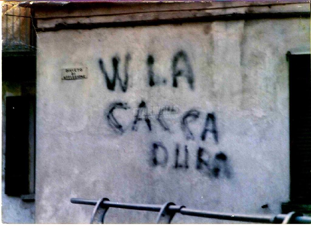 Scritte sui Muri Via la dissenteria