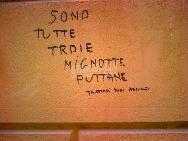Scritte sui Muri Cornuto rilassati ...