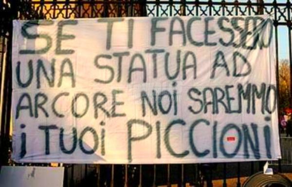 Scritte sui Muri Auguri Silvio!