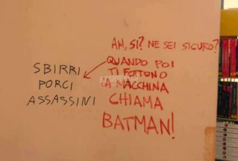 Scritte sui Muri Sbirri vs Batman