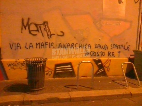 Scritte sui Muri Papa boys riot