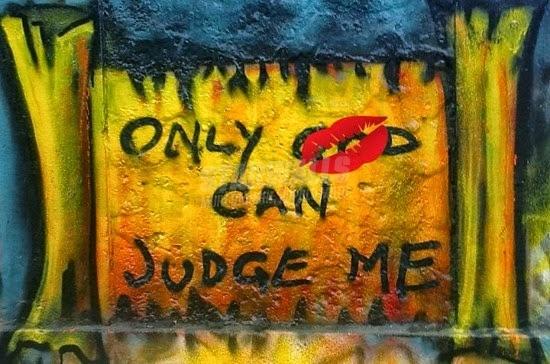 Scritte sui Muri Giudizio sospeso